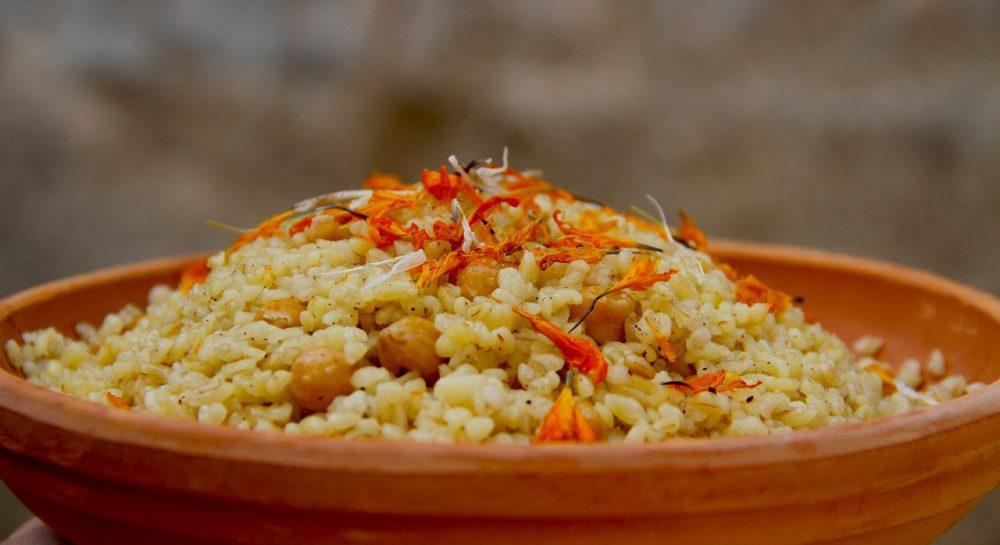 Как готовят сладкий плов со специями и сухофруктами в Армении?